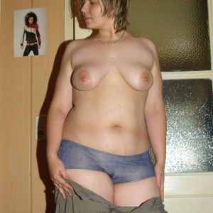 Laura37 - Escorte Nana - Femei mature care fac sex cu animale Nana