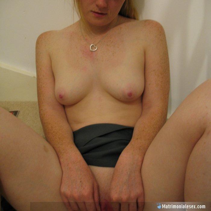 sociální média sex masáž bruneta
