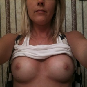 Bonyta25 - Fete si femei din giurgiu - Imi caut femeie sa ma in sor vreau numar te telefon