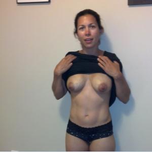 Elena_9 - Fete singure Corund - Sex oral cu femei in varsta