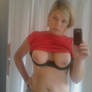 Adelinaa - Facebook fete blaj - Pizda paroasa galerie foto personala