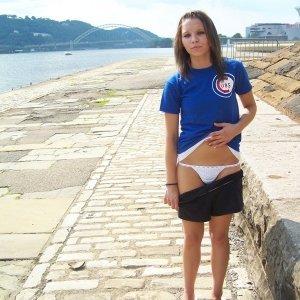 Aradiana 22 ani Valcea - Cupluri swing sex din Malaia