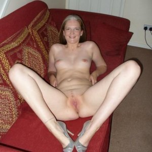 Bloundy - Fete singure Copacel - Femei sex oral