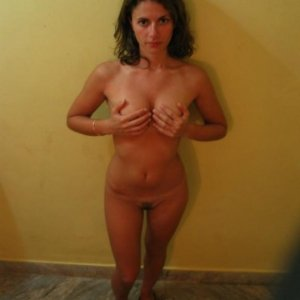 Rosu_si_negru 29 ani Mures - Escorte Mures - Numere de telefon femei din Mures