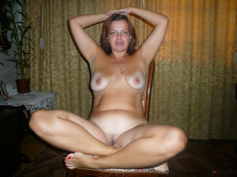 Голые жены дома видео онлайн, девушки голая шпагат